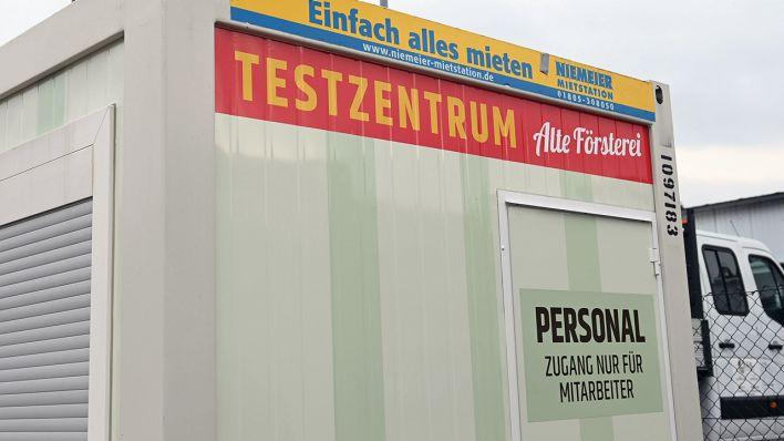 Kostenlose-Schnelltests-unweit-des-Stadions-Union-Berlin-er-ffnet-Corona-Testzentrum