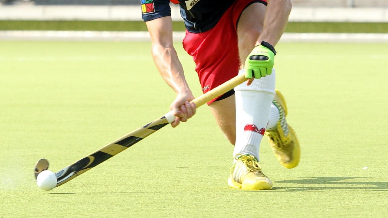 Hockey-Spieler am Ball / picture alliance / nordphoto