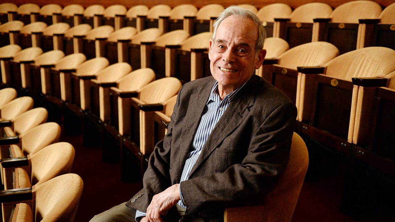 Archivbild: Der Berliner Theater- und Fernsehautor Horst Pillau sitzt am 06.07.2017 im Renaissance Theater in Berlin im Publikum. (Quelle: dpa/M. Gambarini)