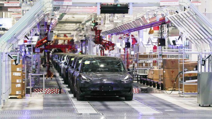 Wie Tesla bei der Autoproduktion sparen will