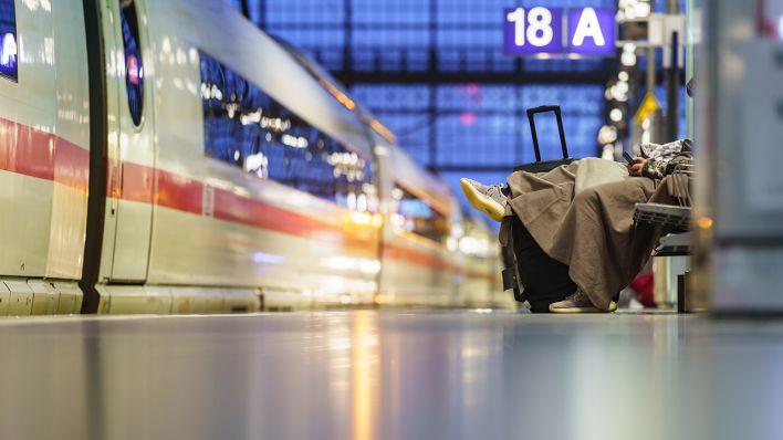 Zweitagiger Ausstand Gdl Streik Legt Schienenverkehr Weitgehend Lahm Rbb24