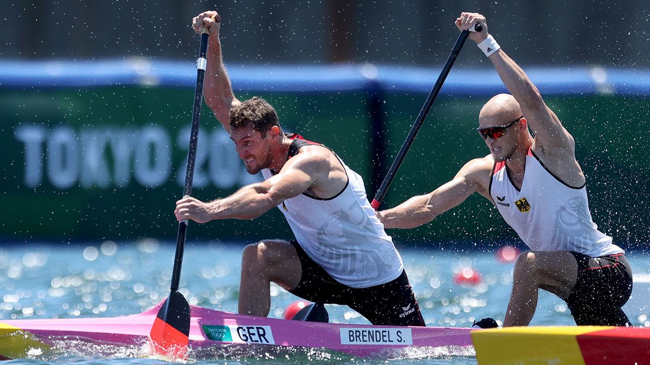 Sebastian Brendel (l.) und Tim Hecker im Finallauf über 1.000 Meter im Canadier-Zweier (Quelle: DPA/Jan Woitas)
