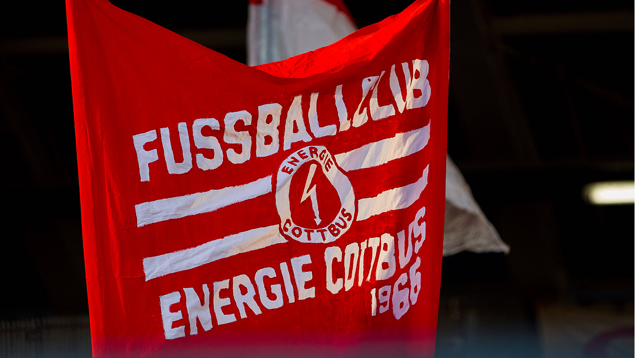 Ein Transparent von Fans des FC Energie Cottbus(Bild: imago images/Fotostand)