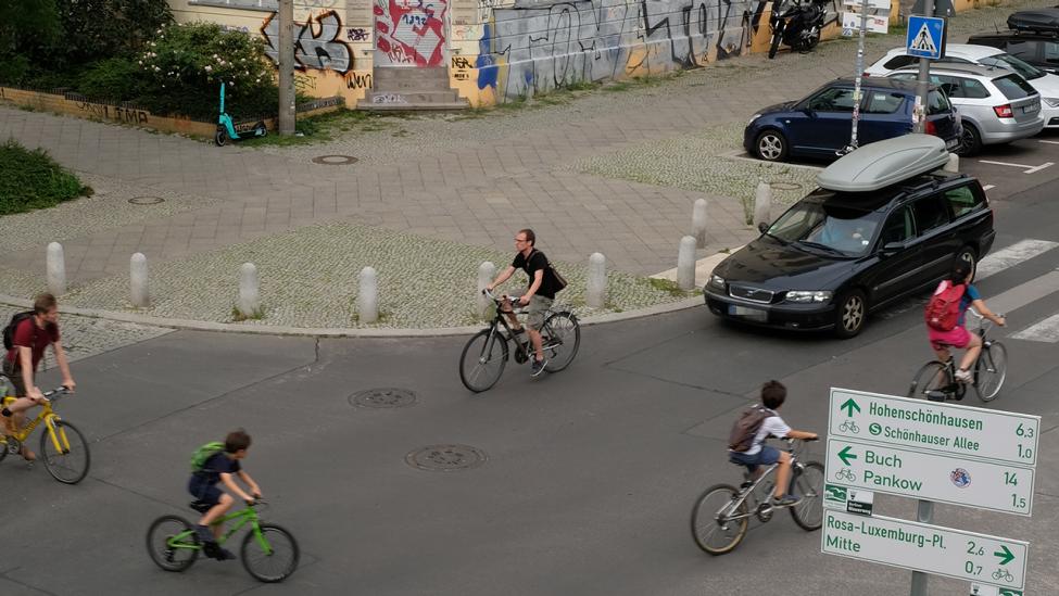 Reger Verkehr an der Schwedter Straße Ecke Gleimstraße nahe des Gleimtunnels am 07. August 2021. (Quelle: rbb|24/Caroline Winkler)