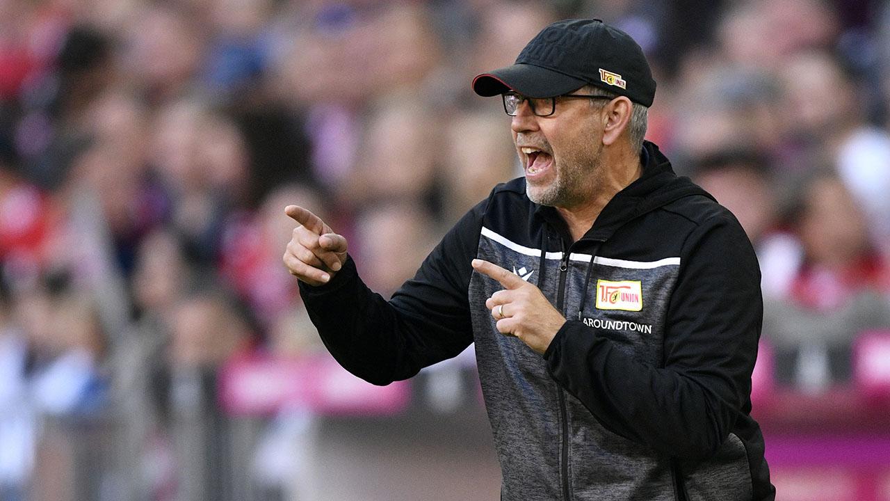 Union-Trainer Urs Fischer gestikuliert (Foto: imago images / Michael Weber)