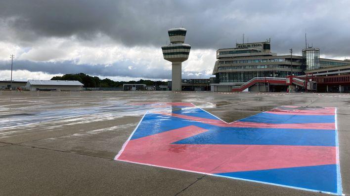 rbb-Aktion für die Berliner Kultur: Schriftzug #keinBerlinohneKultur entsteht auf dem Rollfeld von Tegel