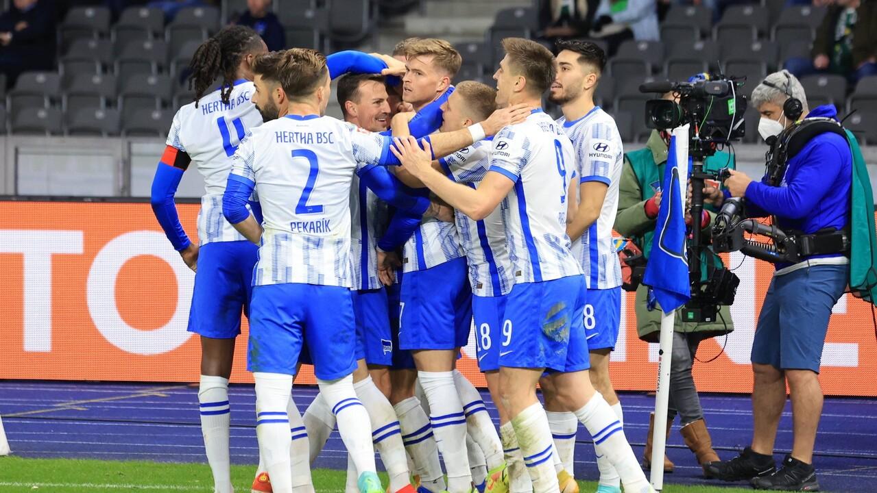 Hertha-Spieler jubeln nach Tor gegen Gladbach (Quelle: imago/nordphoto/Engler)