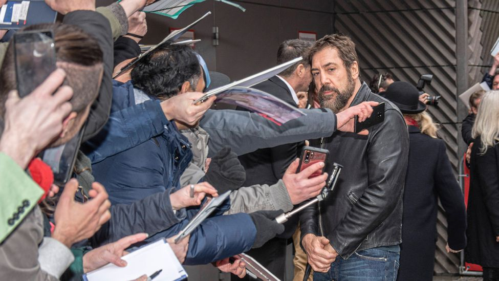 Schauspieler Javier Bardem am Hotel Hyatt anlässlich der Präsentation des Films The Roads Not Taken während der 70. Internationalen Filmfestspiele Berlin. (Quelle: imago images/M.Czapski )