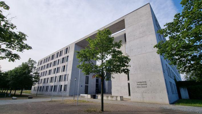 Prozess am Landgericht Frankfurt (Oder): Beeskower soll Familie mit Brandanschlägen terrorisiert haben