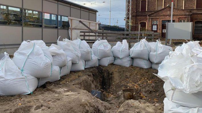 Vorbereitungen zur Sprengung der Bombe am Bahnhof Ruhland (Bild: Amt Ruhland)