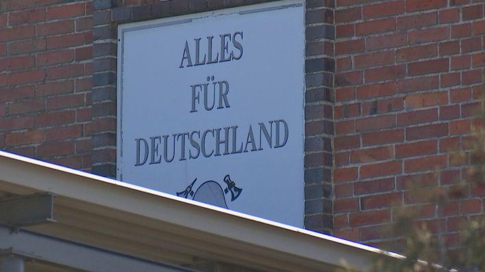 SA-Parole an Feuerwehrhaus in Jänschwalde soll übermalt werden